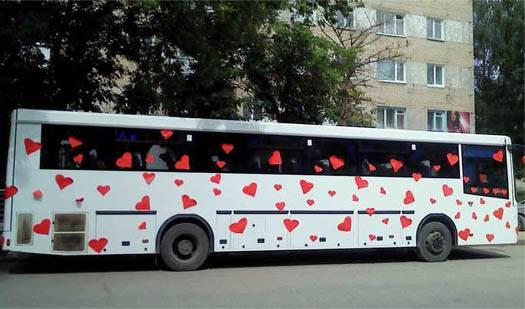 автобус на свадьбе весь в сердечках
