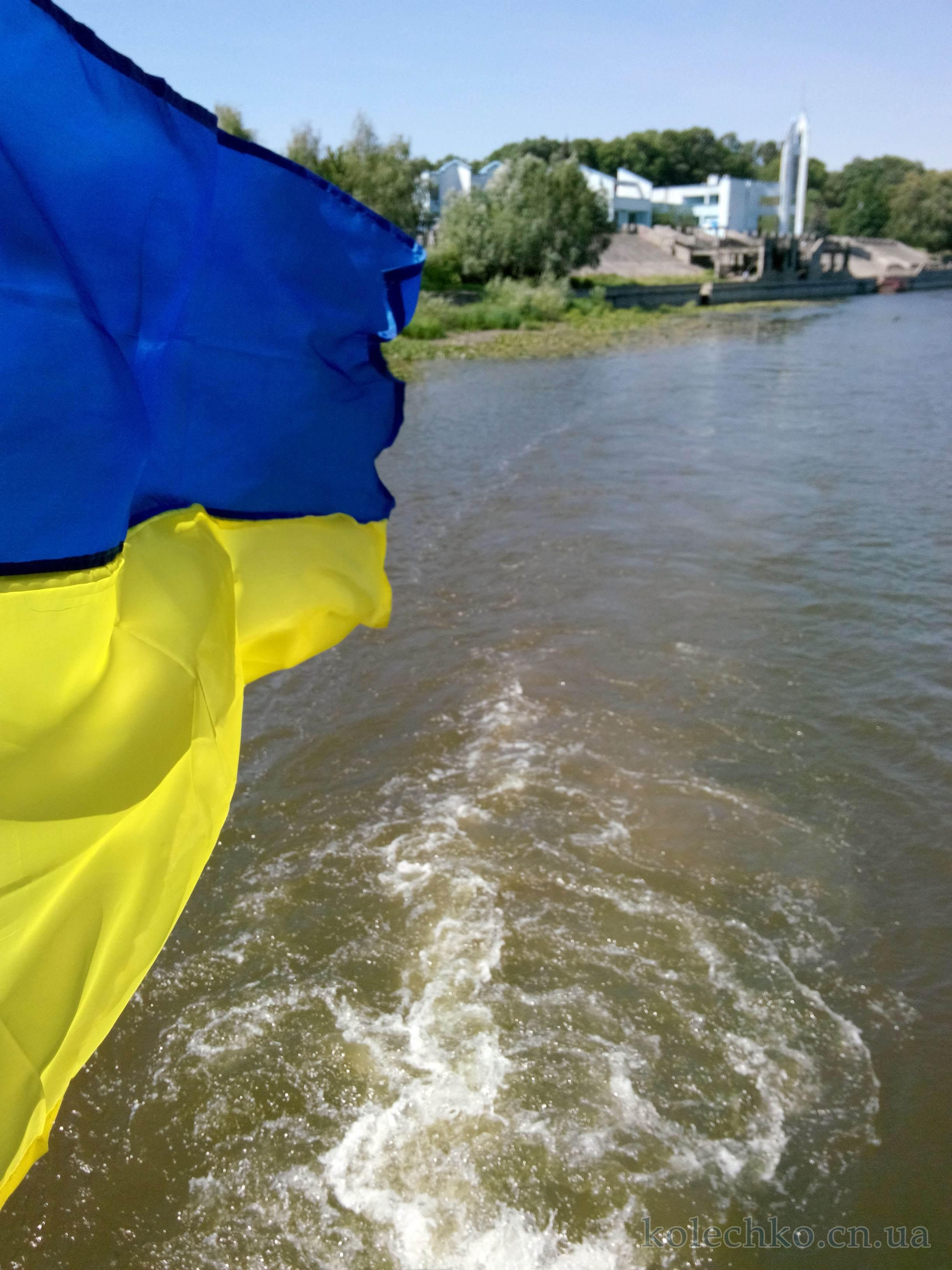 флаг Украины на корабле