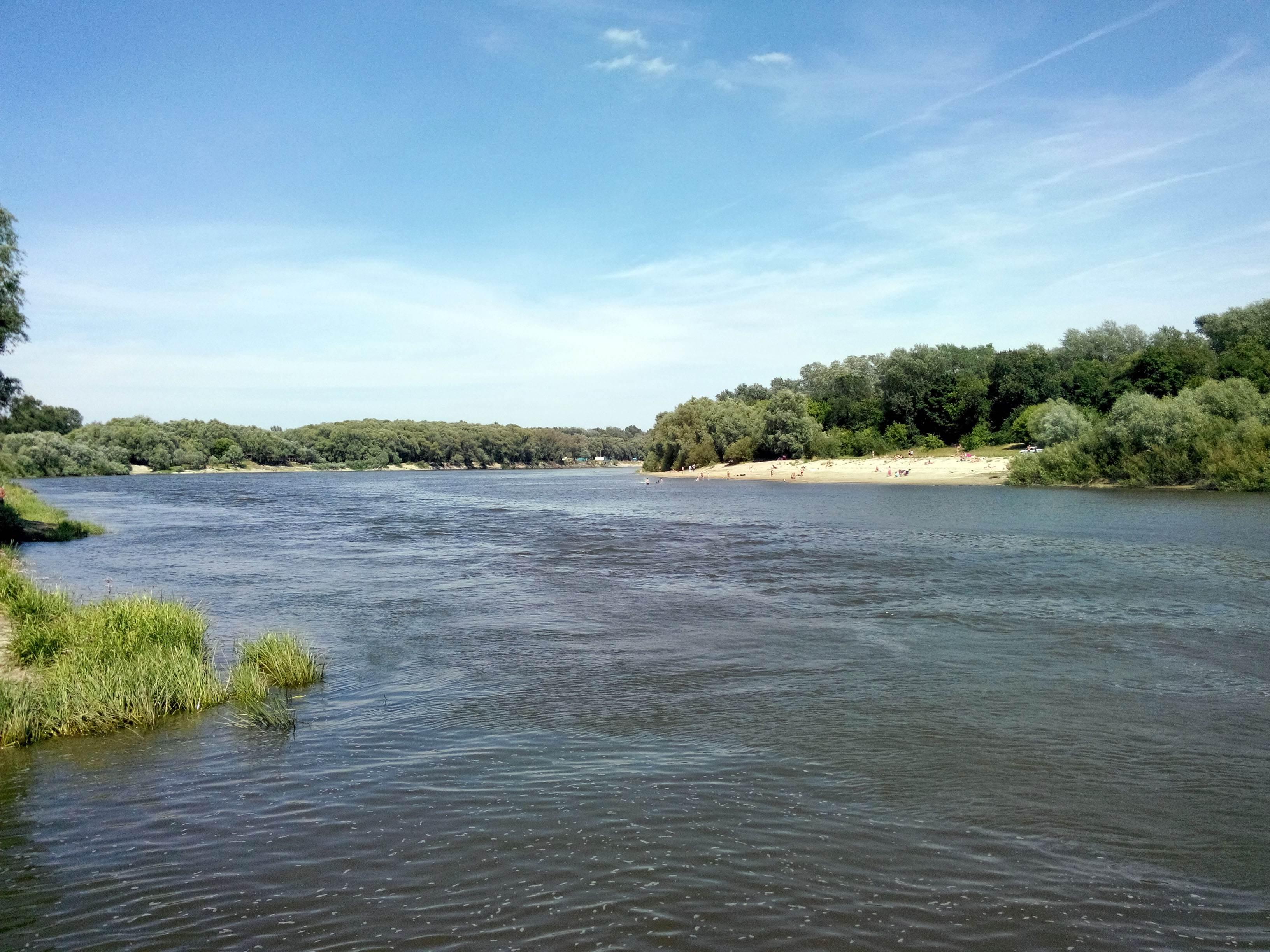 река Десна, пляж за мостом