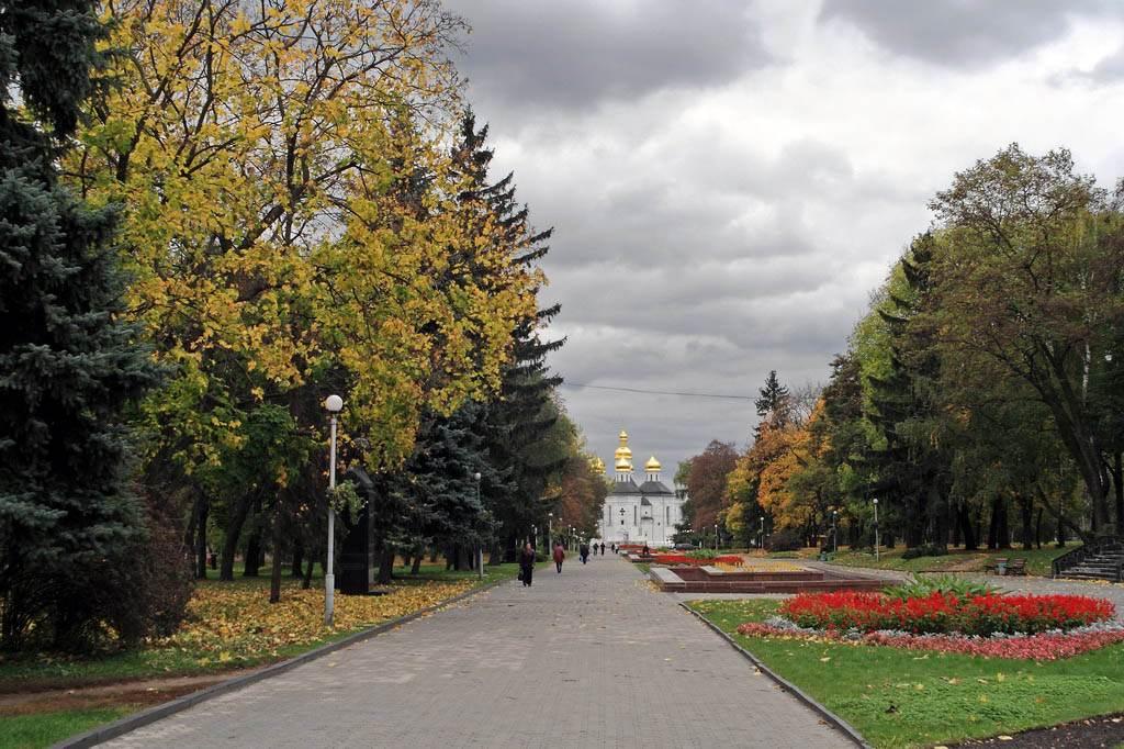 Екатерининская церковь Чернигова, вид с алеи героев