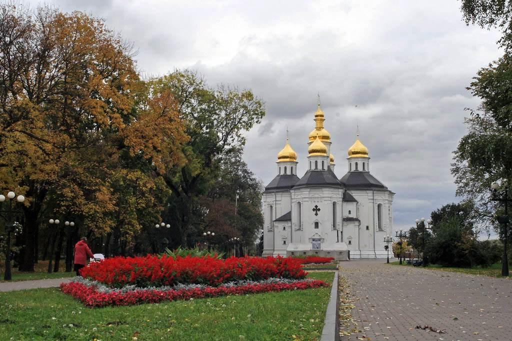 Екатерининская церковь Чернигова, фото с Алеи Героев