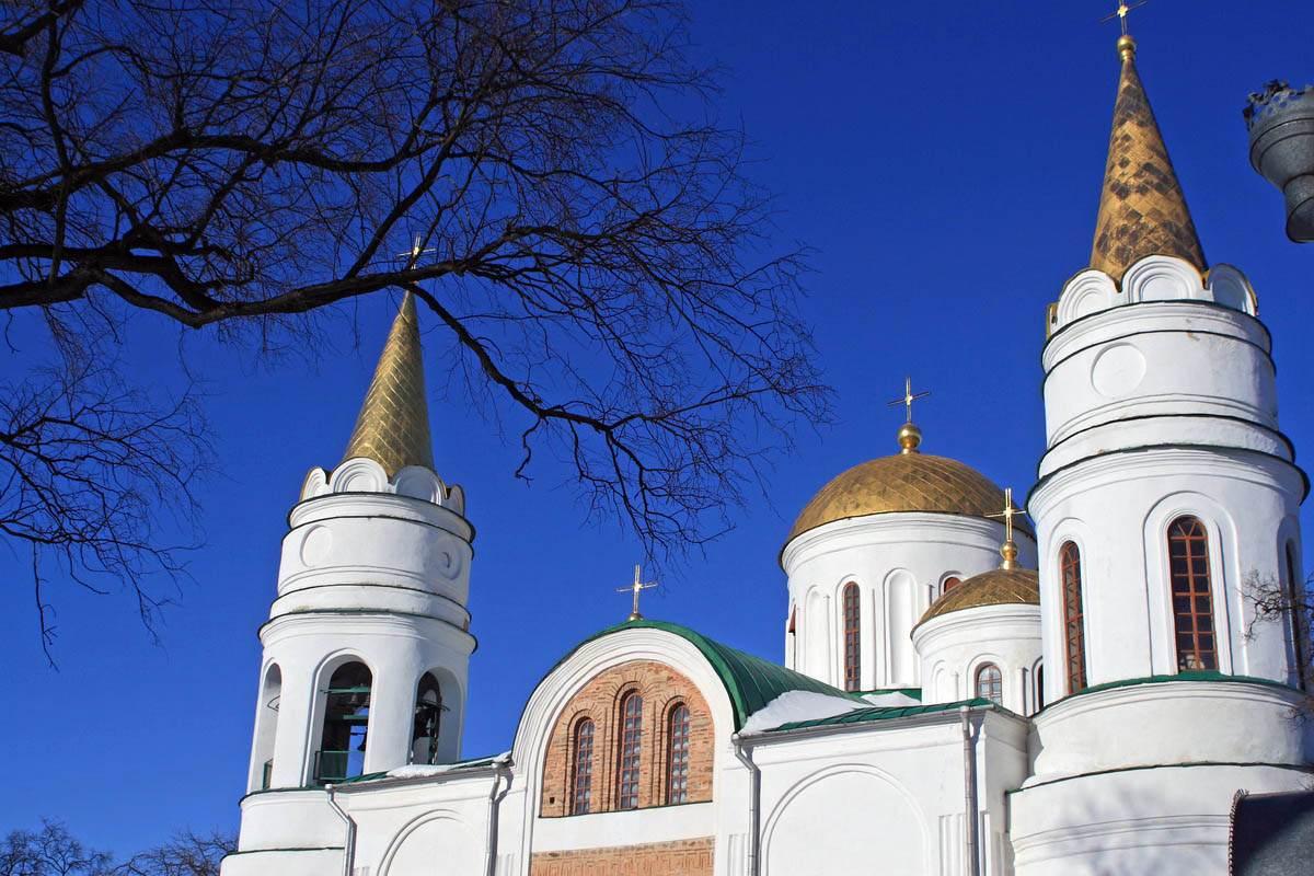 Спасский собор в Чернигове осенью