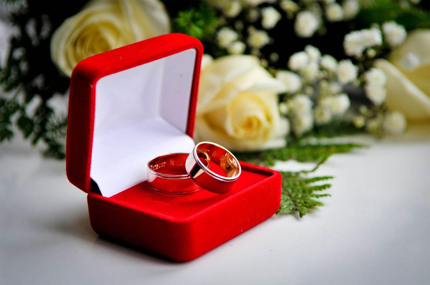 свадебные парные колечка