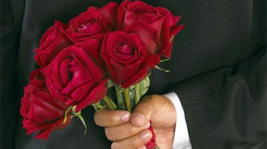 дарить красивым розы